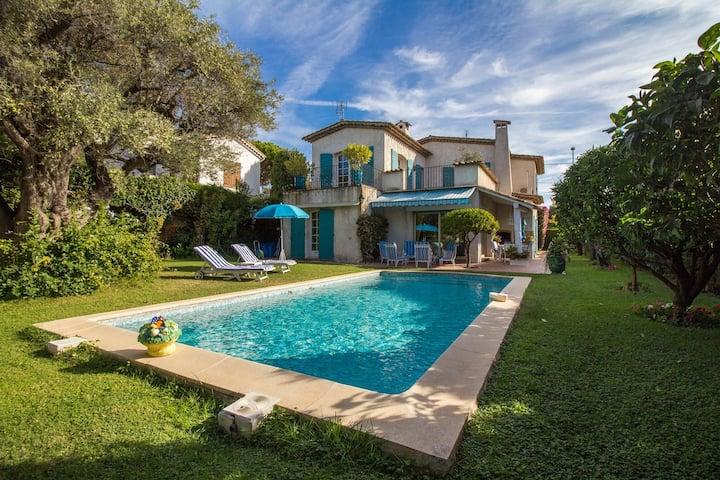 Large Villa / Pool / Garden / Barbecue / Air Con