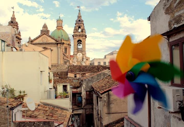 Camera blu nel cuore di Palermo