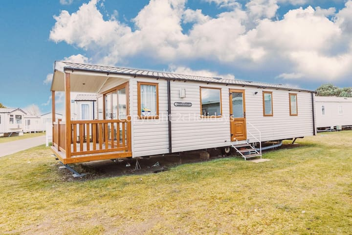 2 bed, 6 berth caravan at Haven Seashore holiday park with decking.