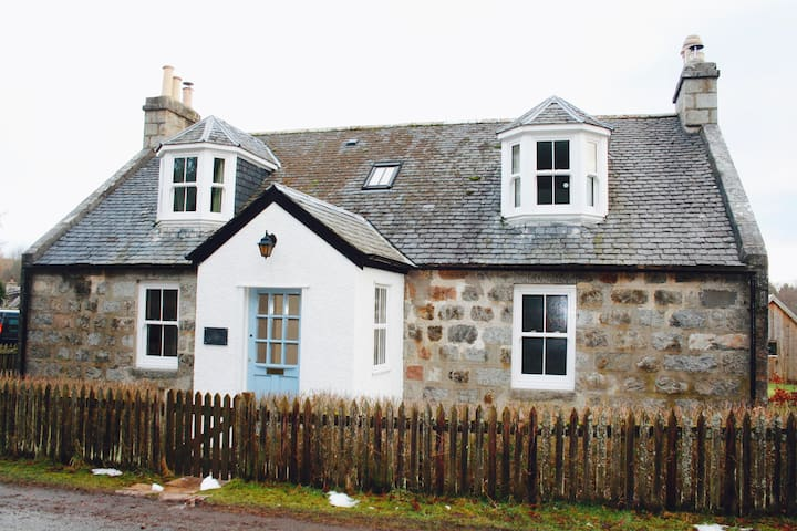 Foresters Lodge, Nethy Bridge, The Cairngorms - Highland