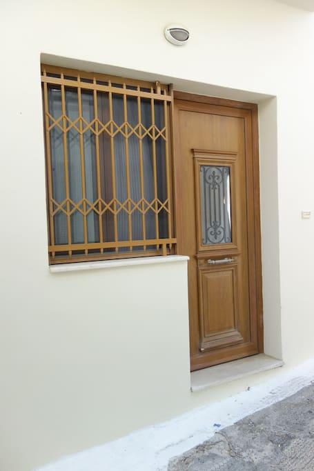 Εξωτερική πόρτα εισόδου