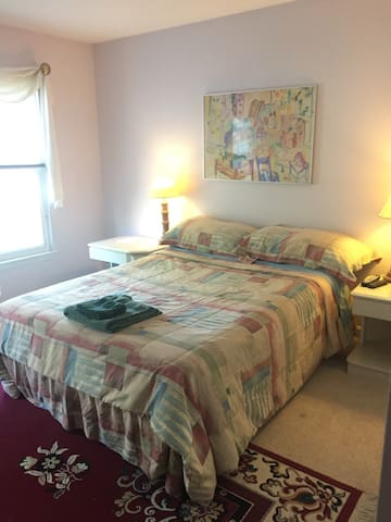 Private/clean room in family home 1 - Germantown - Haus