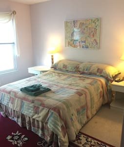 Private/clean room in family home 1 - Germantown