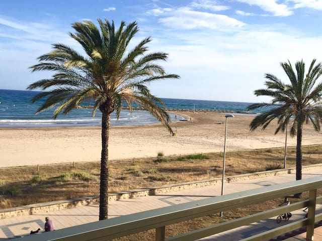 LUXURY APARTMENT ON BEACH - Cunit - Daire