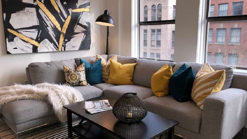 Luxury 1BD condo - a perfect place to stay!