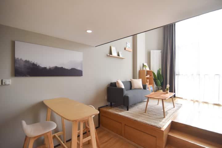 E3季家公寓市南火车站栈桥金茂湾海景公寓日式loft落地大窗公寓房