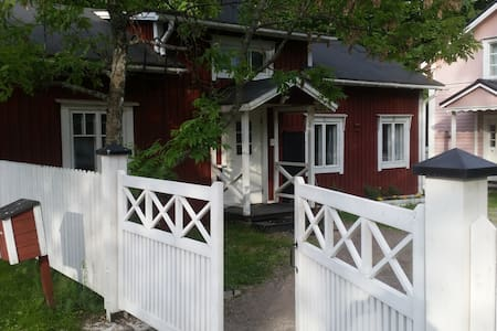 Delightful traditional sauna cottage in Old Town - Porvoo - Huis