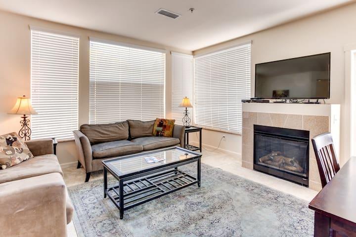 Spacious comfortable 2BD/2BA w/ fireplace, balcony