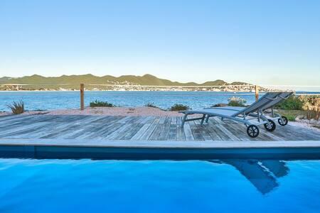 Oceanfront amazing 2 bedrooms Villa