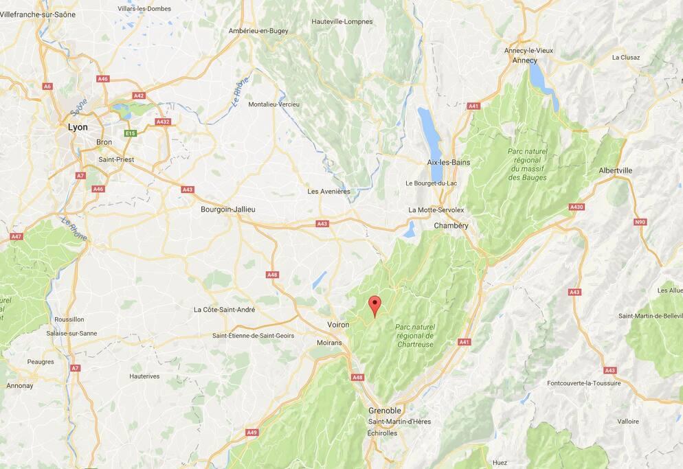 Située au cœur du Massif de Chartreuse, entre Grenoble, sur route 520 Lyon, Voiron, Chambéry et Annecy