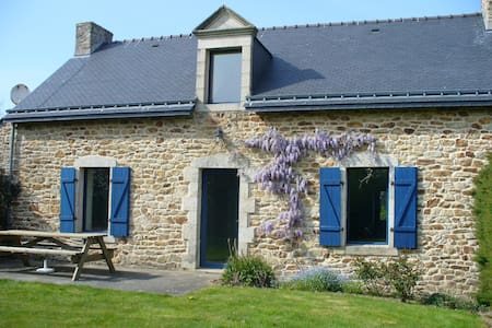 Beautiful house, 25 mins from sea - Pluvigner - Rumah
