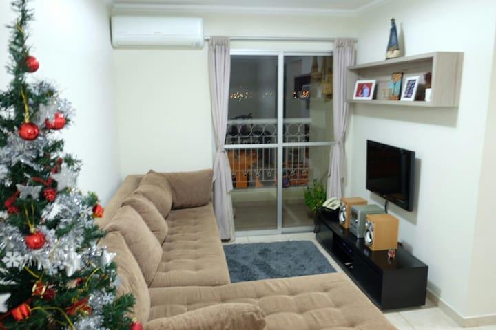 Apartamento confortável e bem localizado