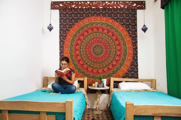 CASA SAN BENITO-Bohemian Room in Artsy Street