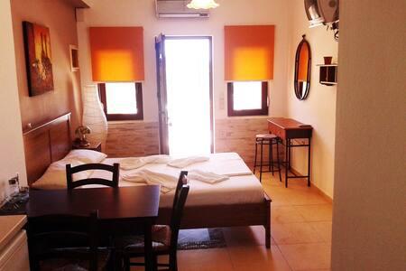 Sunny studio in tropical beach area - Apartment