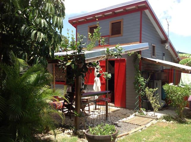 Le petit bungalow haut en couleur !! - GP - Bungalo