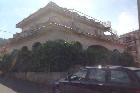 MERAVIGLIOSA VILLA DI 365 mq - Cittadella del Capo (CS)