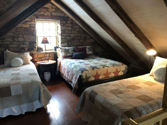 Sleeping loft (sleeps 4)