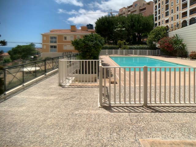 Monaco border-  Ideal flat with swimming pool