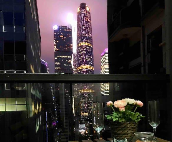 阳台景观直望西塔夜景,小酌两杯红酒,非常惬意浪漫喔!
