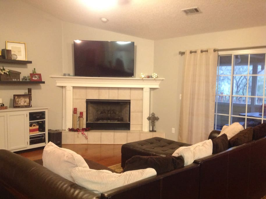"""Lake view living room with 55"""" tv"""