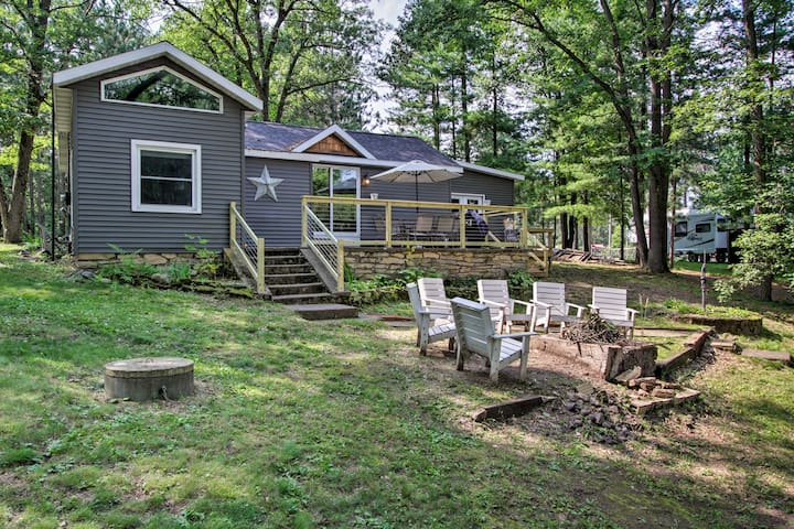 Holcombe Lakefront Cottage - Fishing & Dock!