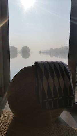 Direkt am Wasser im Bootshaus vom Landhaus Adlon - Potsdam - Outros