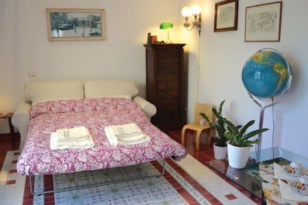 A Room in the Garden - Pisa - House