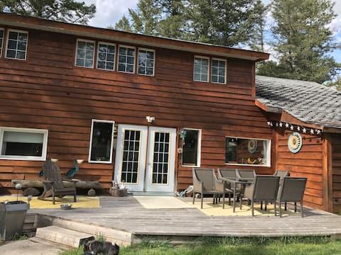 Fairmont Cabin - Big, beautiful and bright!