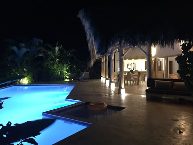 Villa with bungalows, 2 min walk from Coson beach