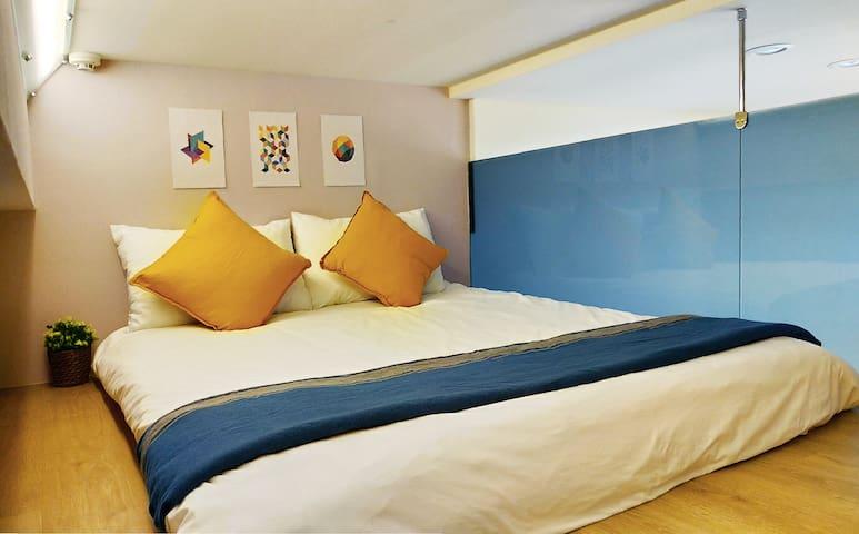 樓上臥室 Bedroom with queen size bed 150x188cm