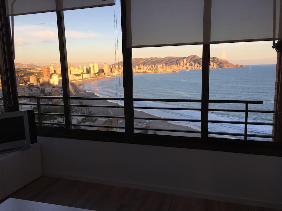 Vistas desde el Salon a la playa de Poniente// beautiful views from the living room to Poniente beach.