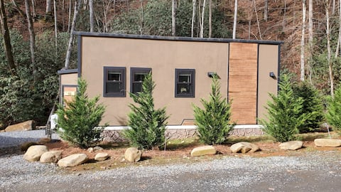 Modern Tiny Home, Hot Tub, Creek, in Bryson City!