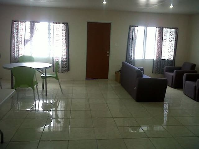 Apartment Clean & Close to City