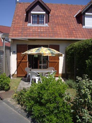 Maison semi-individuelle 300 m dela plage - Cucq - บ้าน