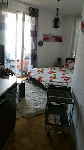 NICE ROOM IN A NICE AREA! - Bäch - บ้าน