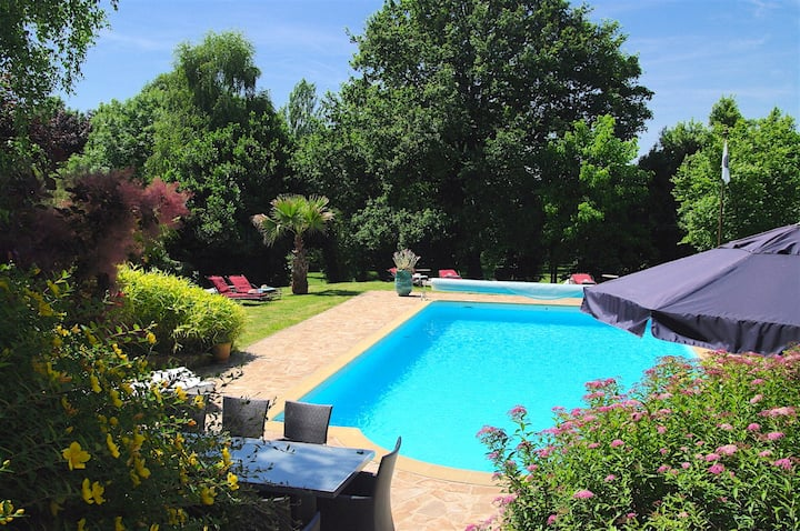 Chambre manoir16e :  piscine tennis, spa, massages