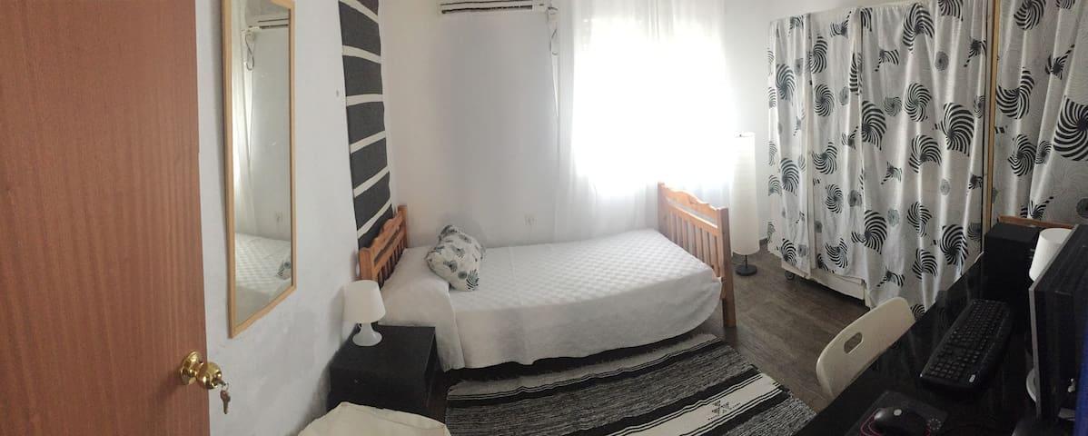 1 habitacion en casa con encanto - Mairena del Aljarafe - บ้าน