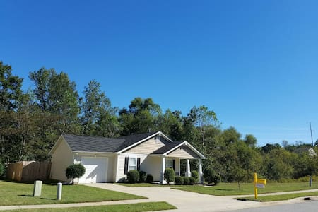 Safe, Quiet & Clean Home near Charlotte and LKN