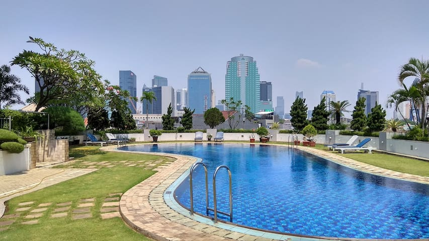Spacious 3 BR Condo in Central Business District