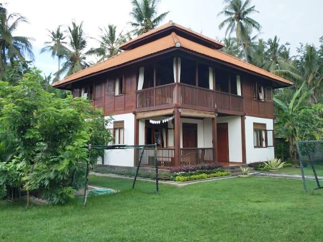 Rumah Kayyu Lovina, private room in (1 sleep)