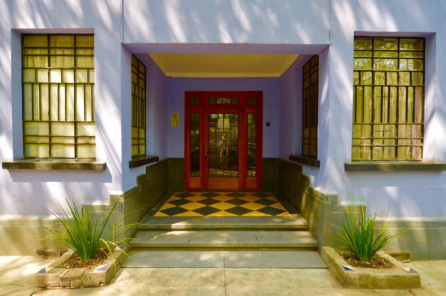 VRBO Mexico City: Purple building with red door and a vintage art deco style look