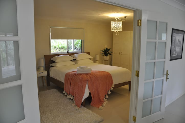 Home amongst the gum trees in Pullenvale - Pullenvale - Apartament