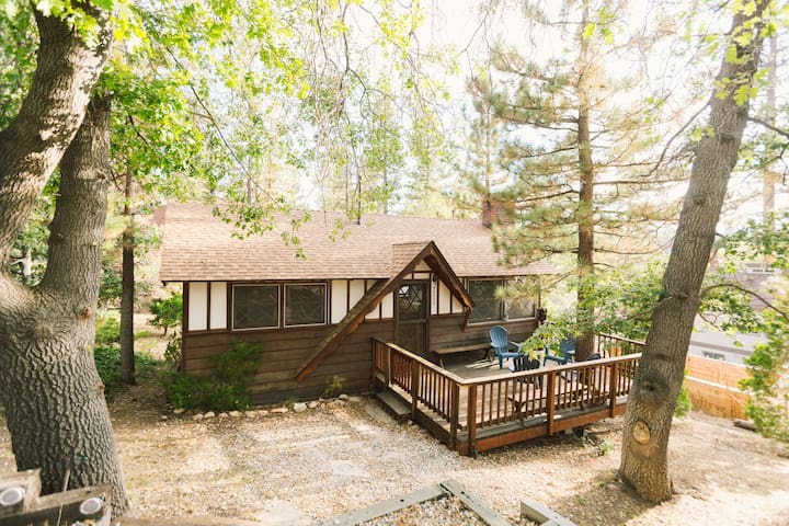 Get away from the hustle and bustle, and nestle yourself in the Big Bear woods.