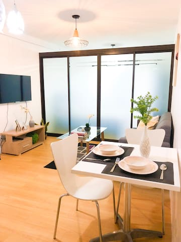 Smart Condo Near Mall with ALEXA and Netflix