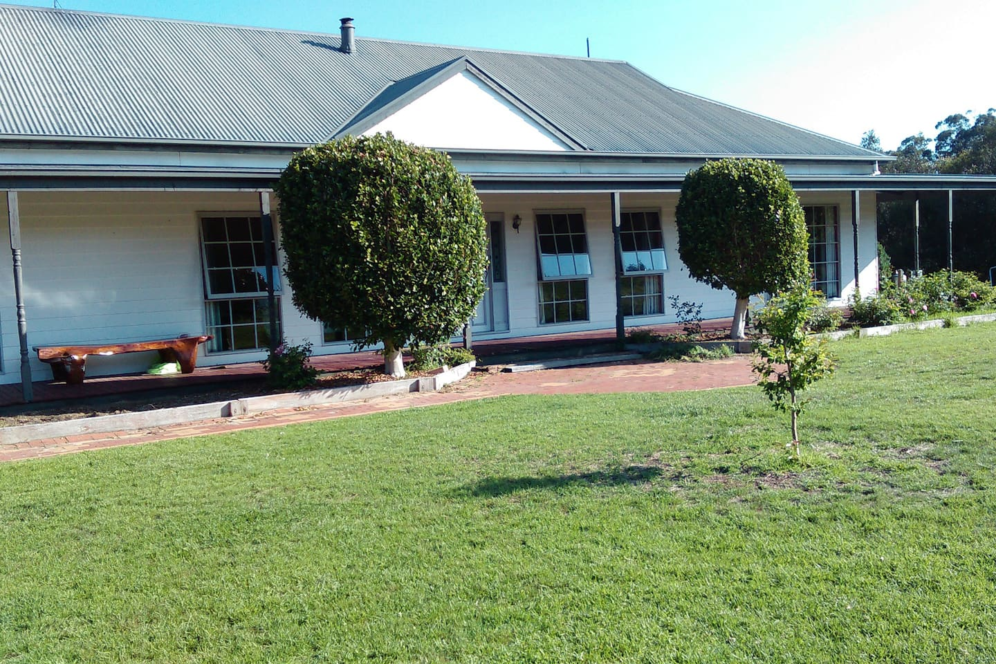 Beautiful home set on Great Alpine Road, across the road from State Park for riding, close to Lakes Entrance, Mitchell River, Easy drive to the snow, fishing, hunting. Secure Parking for bikes boats floats