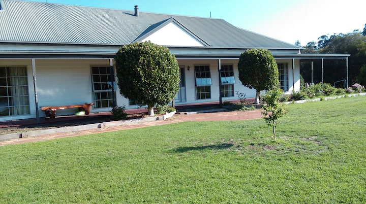 Bairnsdale Lodge @ Sarsfield house