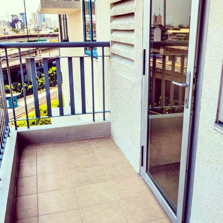 1 bedroom unit with balcony