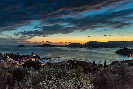 Piccola  villa  con spettacolare vista sul mare. - Lerici