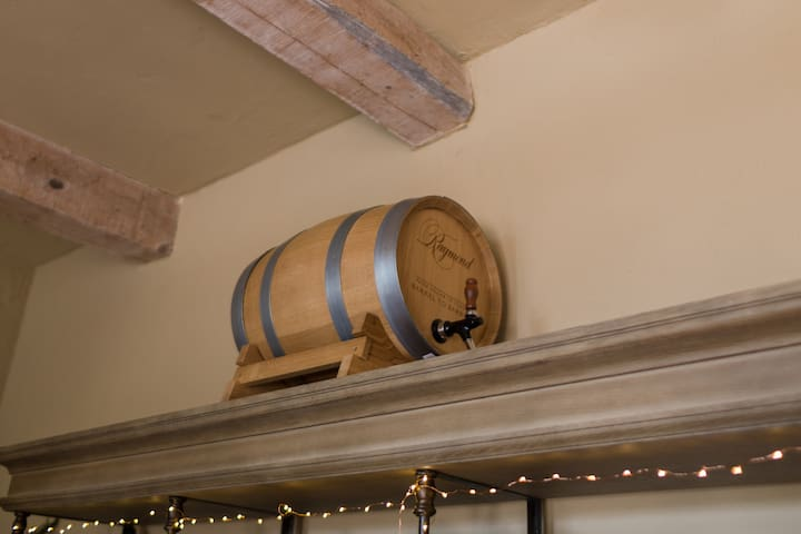 Raymond wine barrel. Comes with Raymond wine to serve your guests. Great idea, Ask about usage!