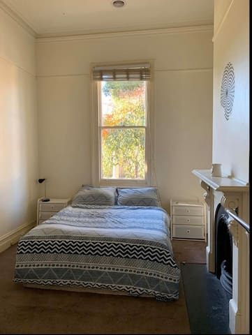 Large beautiful room in the heart of South Yarra